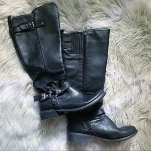G by Guess• black leather boots